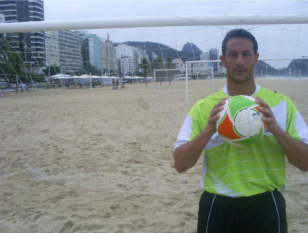 Robertinho, goleiro do Zico 10 no futebol de areia (Foto: Thiago de Lima / GLOBOESPORTE.COM)