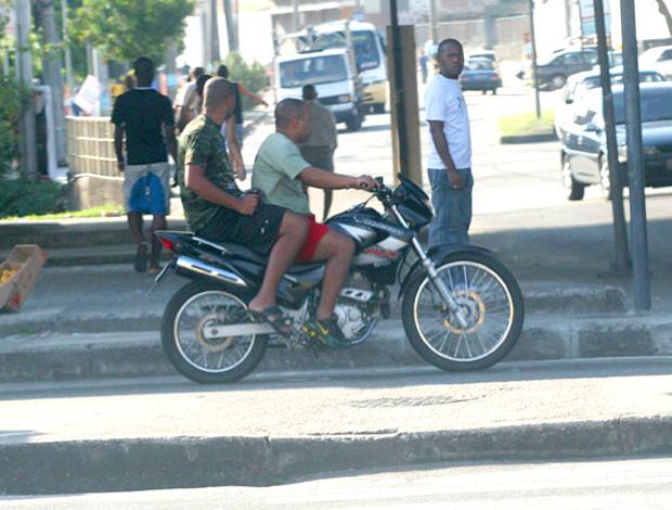 adriano moto  (Foto: Globoesporte.com)