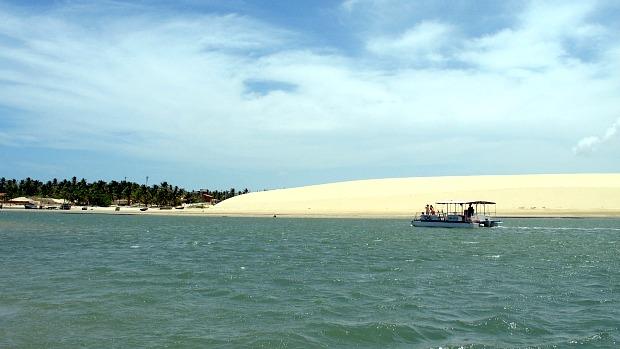 Praia de Mundaú, em Trairi, um dos paraísos do litoral cearense (Foto: Cristiane Vasconcelos / Agência Diário)