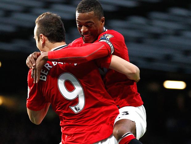evra berbatov manchester united gol wigan (Foto: Agência AP)