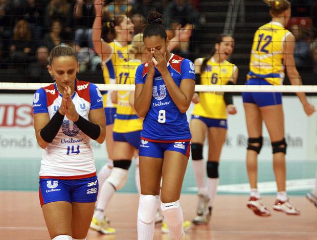 Unilever vai disputar o terceiro lugar no Top Volley - Fabi e Amanda lamentam (Foto: Luiz Doro/adorofoto)
