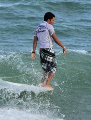 Felipe Lacerda, surfista capixaba de longboard (Foto: Divulgação)