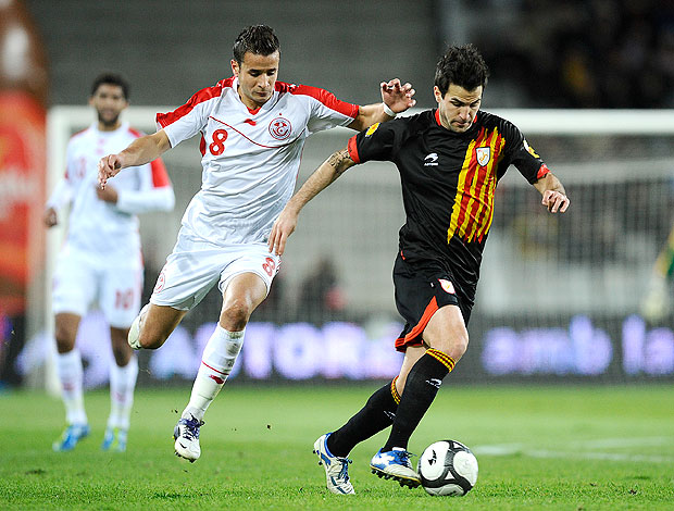 Fabregas Cataluña  e Khaleo Korbi Tunisia (Foto: Getty Images)