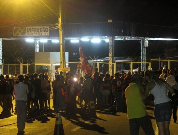 Flamengo chega a Londrina (Foto: Janir Junior/Globoesporte.com)