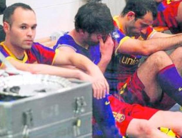 Messi chorando no vestiário (Foto: Miguel Ruiz/ Fotógrafo oficial do Barcelona)