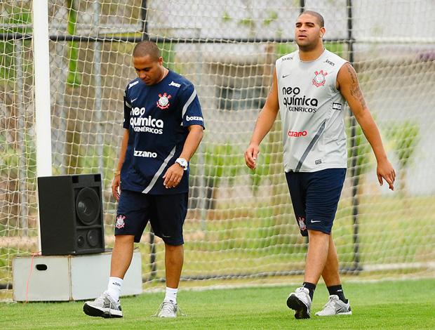 Adriano no treino do Corinthians (Foto: Marcos Ribolli/Globoesporte.com)