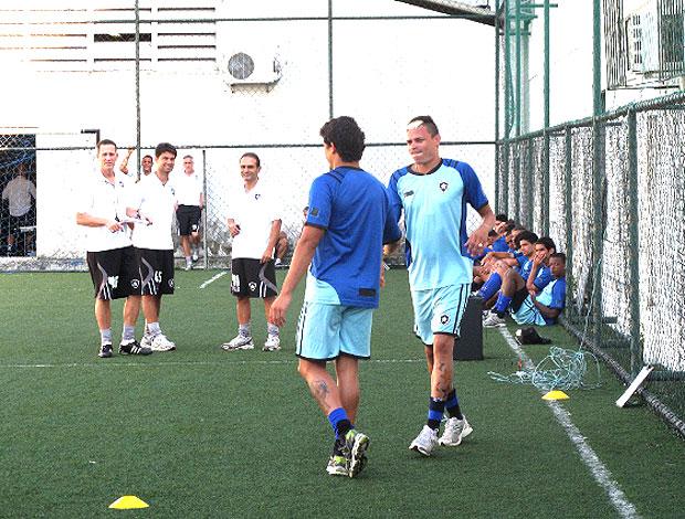 Elkeson e Fábio Ferreira no treino do Botafogo (Foto: Thales Soares / Globoesporte.com)