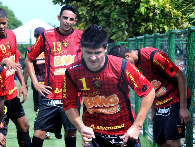 Montoya, zagueiro do Sport (Foto: Aldo Carneiro)