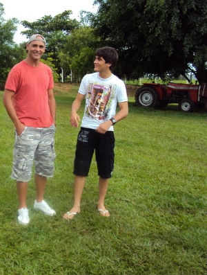 Rodrigo ao lado de Marcos nas férias em Oriente (Foto: Arquivo pessoal)