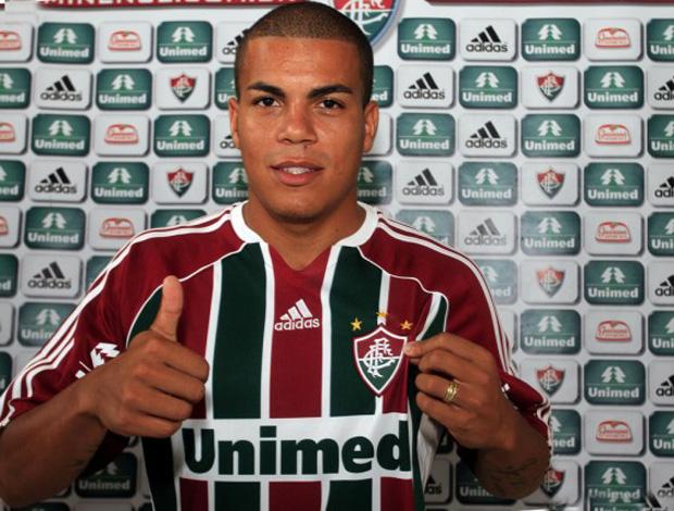 Carleto é apresentado no Fluminense (Foto  Divulgação Site Oficial do  Fluminense) 01fb26ff7e5b6