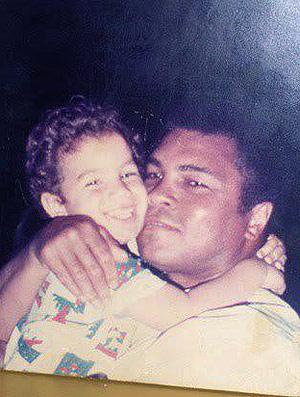Cassio no colo de Cassius Clay (Foto: Divulgação / Arquivo Pessoal)