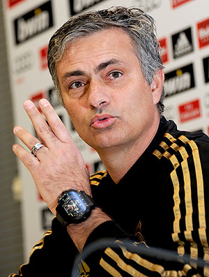 José Mourinho na coletiva do Real Madrid (Foto: AFP)