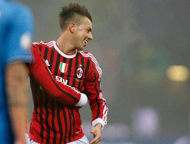 El Shaarawy comemora gol do Milan sobre o Novara (Foto: AP)
