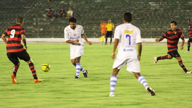 Campinense pede amistoso contra o Confiança-SE por 2 a1 (Foto: Magnus Menezes / Jornal da Paraíba)