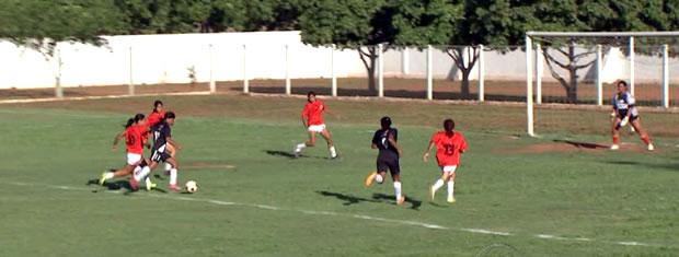 Jogo entre Mixto e Palmeiras terminou empatado (Foto: Reprodução/TVCA)