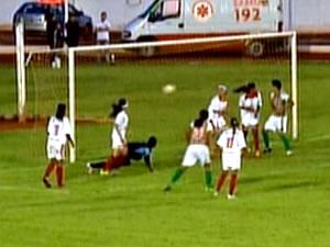 Um dos gols marcados pelas meninas do Operário (Foto: Reprodução/TVCA)