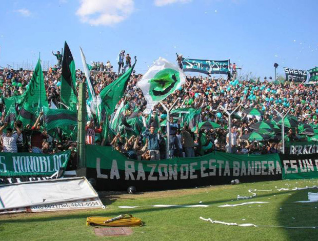 Torcida do Nueva Chicago, da Argentina (Foto: CorrientesHoy)
