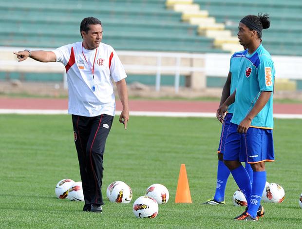 Vanderlei Luxemburgo e Ronaldinho no treino do Flamengo (Foto: Alexandre Vidal/Fla Imagem)