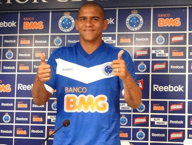 Walter com a camisa do Cruzeiro (Foto: Leonardo Simonini/Globoesporte.com)
