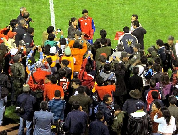 Homenagme pra Ronladinho antes de jogo treino do Flamengo (Foto: Richard Souza / GLOBOESPORTE.COM)