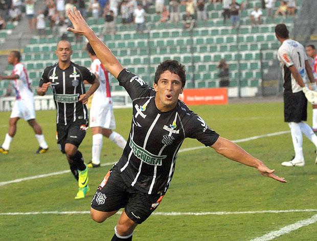 Aloísio gol Figueirense (Foto: Antônio Carlos Mafalda / Ag. Estado)