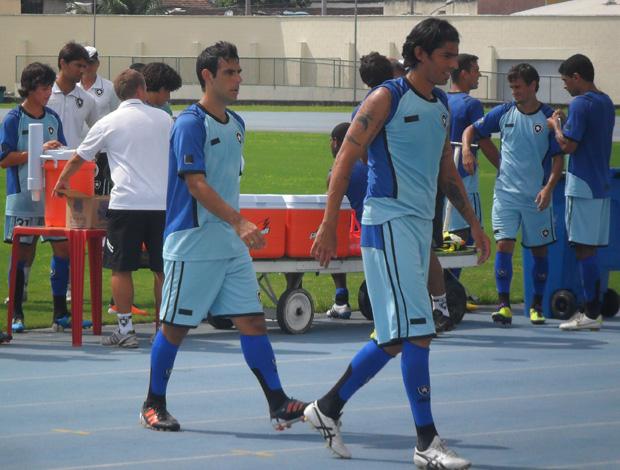 Loco Abreu e Herrera saindo do treino (Foto: André Casado/Globoesporte.com)