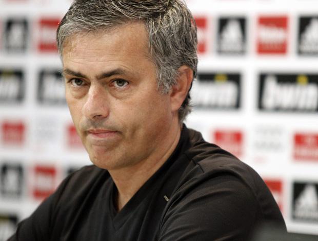 Mourinho em coletiva no Real Madrid (Foto: EFE)