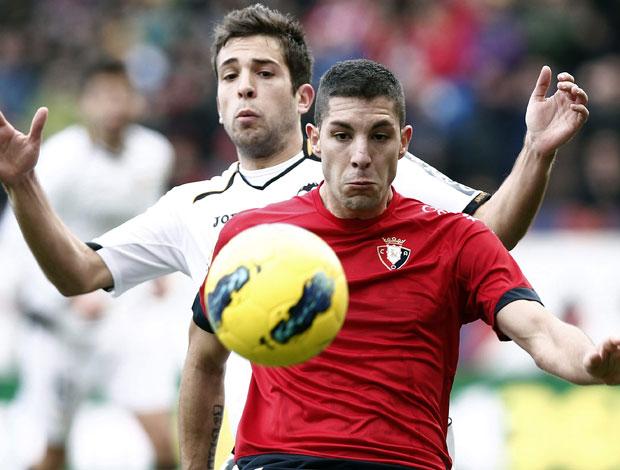 Alvaro Cejudo e Jordi Alba, Osasuna x Valencia (Foto: EFE)