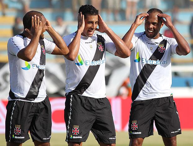 Fellipe Bastos Diego Souza Alecsandro gol Vasco (Foto: Rui Porto Filho / Ag. Estado)