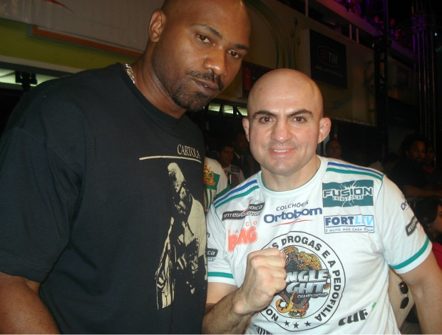 MV Bill com Wallid Ismail no Jungle Fight (Foto: Adriano Albuquerque/Globoesporte.com)