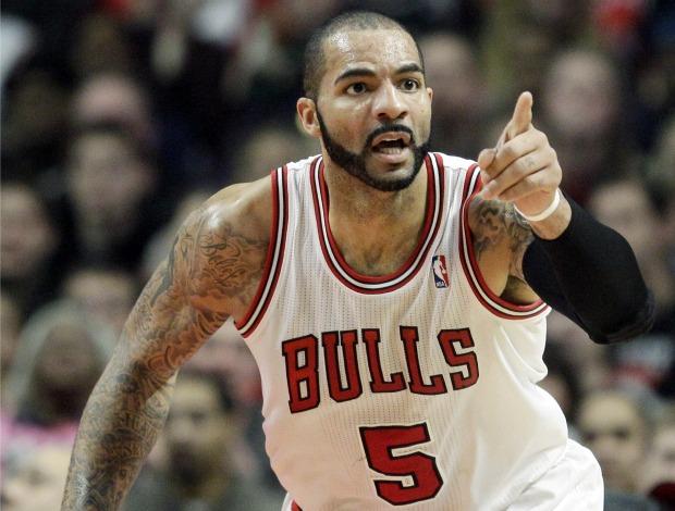 Carlos Boozer, do Chicago Bulls, comemora ponto (Foto: Agência AP)