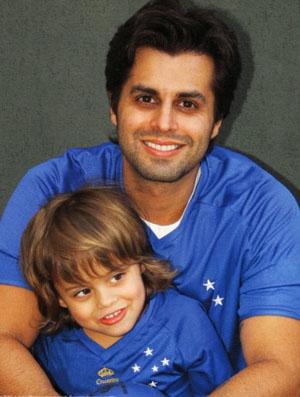 Marco Túlio, do Jota Quest, com o filho (não usar a foto) (Foto: Arquivo pessoal)
