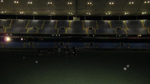 Apagão no treino do Real Potosi no Engenhão (Foto: Thales Soares/Globoesporte.com)