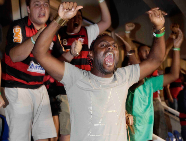 Vagner Love e namorada. Flamengo x Real Potosi (Foto: Fernando Azevedo/Fla Imagem)