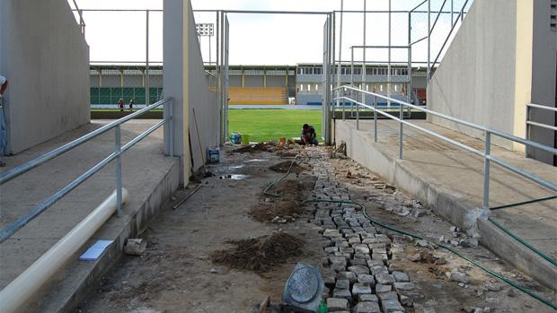 Prefeitura de João Pessoa realiza últimas reformas no Estádio da Graça antes do início do Campeonato Paraibano (Foto: Renata Vasconcellos)