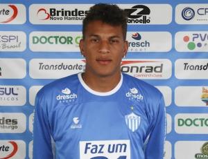Wesley foi apresentado nesta manhã no Estádio do Vale (Foto: Bruno Colombo/ECNH)
