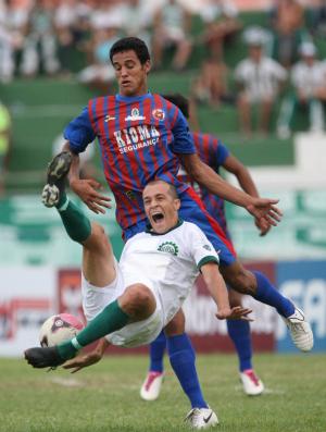 Icasa x Tiradentes pela 6ª rodada do Campeonato Cearense de 2012 (Foto: Normando Sóracles/Ag. Miséria de Comunicação)