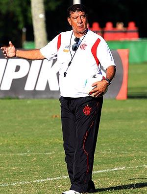 Joel Santana no treino do Flamengo (Foto: Cezar Loureiro / Agência O Globo)