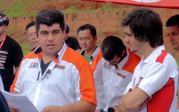 Fiuk presta atenção nas orientações antes da prova (Foto: Bernardo Medeiros / Globoesporte.com)