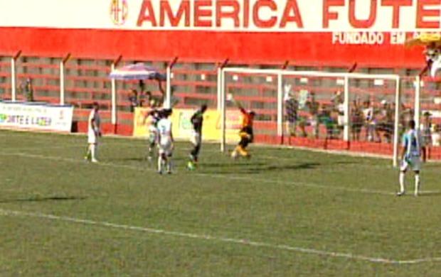 Gol de João Paulo (Foto: Reprodução/TV Gazeta Norte)