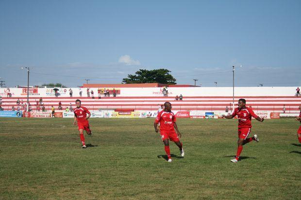 Atacante Rael comemora o primeiro gol da partida (Foto: João Áquila (GLOBOESPORTE.COM))