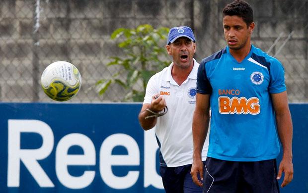 Léo gostou da evolução do Cruzeiro no Mineiro (Foto: Washington Alves / Vipcomm)