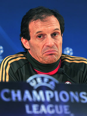Massimiliano Allegri durante coletiva do Milan  (Foto: AFP)