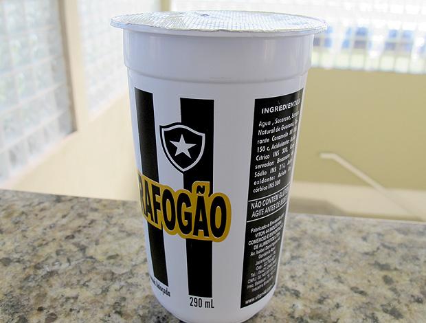 bebida lançada pelo patrocinador do Botafogo (Foto: Thales Soares / Globoesporte.com)