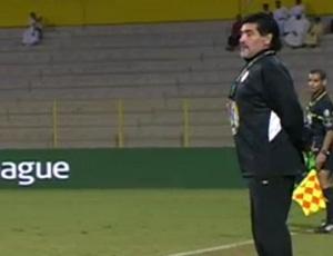 Maradona no comando do Al Wasl diante do Ajman (Foto: Reprodução Youtube)