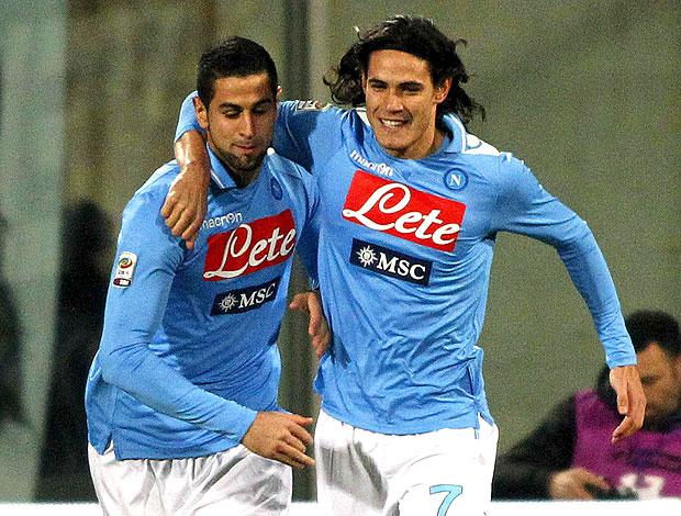 Cavani comemora gol do Napoli contra o Fiorentina (Foto: AP)