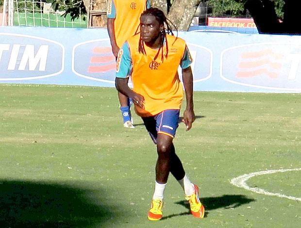 Negueba de tranças no treino do Flamengo (Foto: Rafael Cavalieri / GLOBOESPORTE.COM)