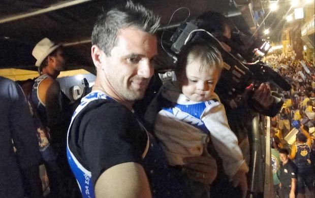 Montillo e Santino passam o carnaval em Congonhas (Foto: Elton Novais / TV Globo Minas)