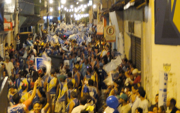 Bloco Rapozama, nas ruas de Congonhas (Foto: Elton Novais / TV Globo Minas)