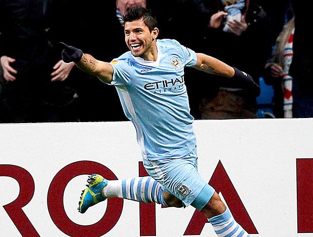 Sergio Aguero comemora gol do Manchester City contra o Porto (Foto: EFE)